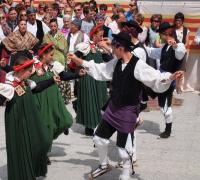 Traje ansotano: bailando jota de Ansó